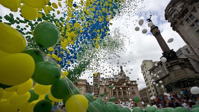Tất cả bóng bay thả tại Sao Paulo được sản xuất bằng chất liệu có thể phân hủy tự nhiên để tránh ảnh hưởng tới môi trường. Nguồn: yandex