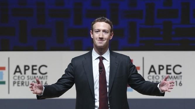 Với anh Mark Zuckerberg, đeo cà vạt là biểu tượng của sự nghiêm túc trong công việc. Nguồn: FortuneDot