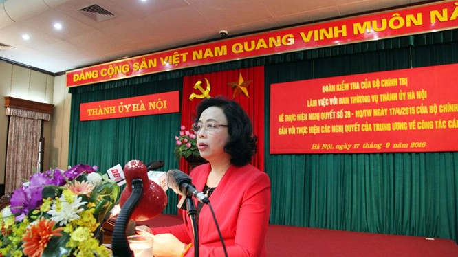 Bà Ngô Thị Thanh Hằng, Phó Bí thư Thường trực Thành ủy Hà Nội báo cáo Đoàn kiểm tra kết quả thực hiện