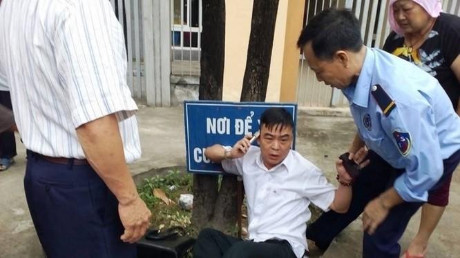 Ông Nguyễn Hồng Điệp, Trưởng Ban Tiếp dân TƯ bị công dân khiếu kiện xô xát