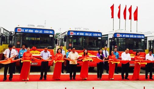 Xe buýt số 87 và 88 chính thức được đưa vào khai thác (Ảnh Hà Nội mới)