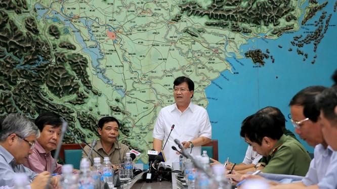 Phó Thủ tướng Trịnh Đình Dũng chỉ đạo tại buổi làm việc.