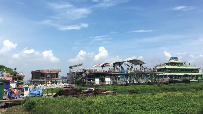 Đã hơn 3 tháng các doanh nghiệp đang kinh doanh trên Hồ Tây chờ quyết định cuối cùng của TP Hà Nội.