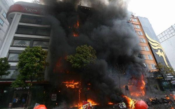 Cháy quán karaok tại đường Trần Thái Tông, Cầu Giấy, Hà Nội
