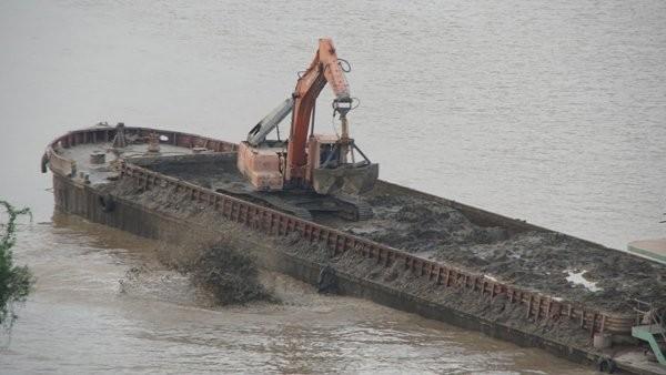 Vụ xả chất thải xuống sông Hồng