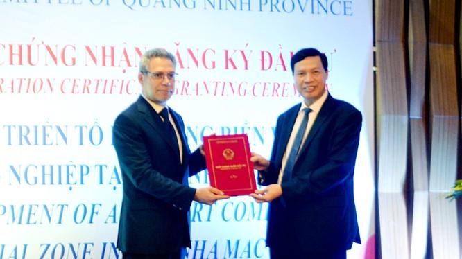 Buổi lễ trao Giấy chứng nhận đầu tư dự án. (Ảnh báo Quảng Ninh)