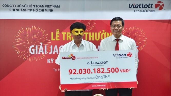 Khách hàng may mắn trúng giải hơn 92 tỷ đồng xổ số điện toán của Vietlott