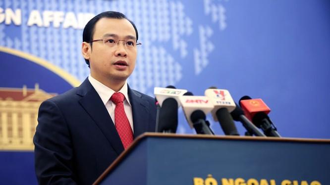 Người phát ngôn Bộ Ngoại giao Lê Hải Bình phát biểu tại buổi họp báo.