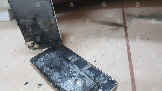Hình ảnh chiếc iPhone 6S bị cháy nổ sau khi sạc pin
