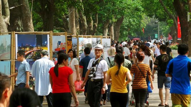 Bộ quy tắc ứng xử của người dân nơi công công đang được Hà Nội hoàn thiện