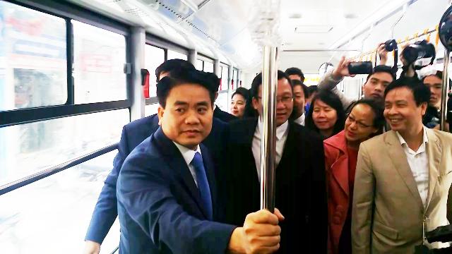 Chủ tịch UBND TP Hà Nội Nguyễn Đức Chung thị sát buýt nhanh (BRT)