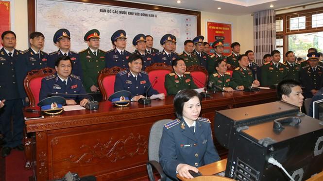 Sáng 21.1, đại tướng Ngô Xuân Lịch đã chúc Tết qua cầu truyền hình đối với các cán bộ, nhân viên 10 tàu Cảnh sát biển (Ảnh: Thanh niên)