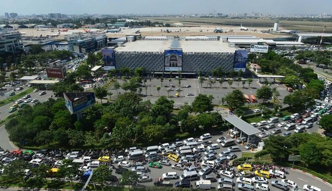 Sân bay Tân Sơn Nhất thường xuyên xảy ra ùn tắc.