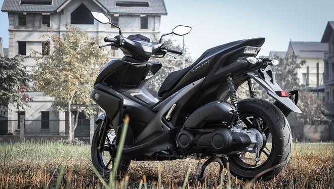 Giảm xóc sau của Yamaha NVX được cho là có thiết kế khá nhỏ so với tổng thể xe.