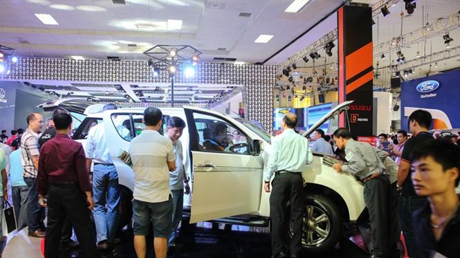 Tâm lý đám đông góp phần chi phối thị trường ô tô Việt