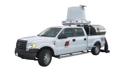 -Hệ thống FOD Finder của Trex Enterprises (Mỹ) được gắn trên nóc xe, tạo sự cơ động cao. Ảnh: Chicago O'Hare.