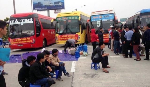 Các doanh nghiệp kinh doanh vận tải phản ứng gay gắt trước việc điều chỉnh luồng tuyến vận tải của Hà Nội.