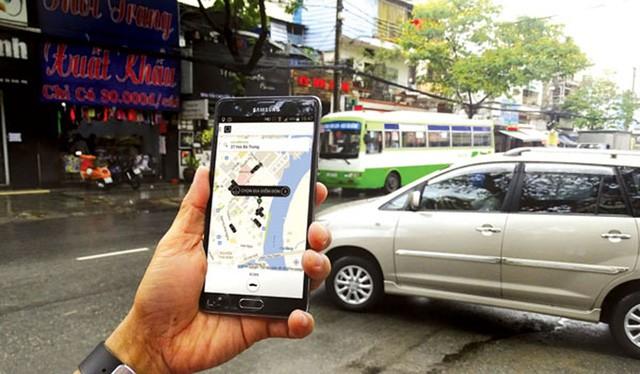 Grab và Uber có những ưu điểm trước taxi truyền thống và đang được người dân đón nhận.