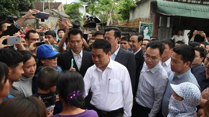 Chủ tịch UBND Hà Nội, ông Nguyễn Đức Chung đã phải đối thoại trực tiếp với dân Đồng Tâm, Mỹ Đức.
