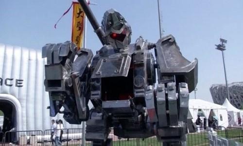 Robot Tôn Ngộ Không được sản xuất tại Trung Quốc.