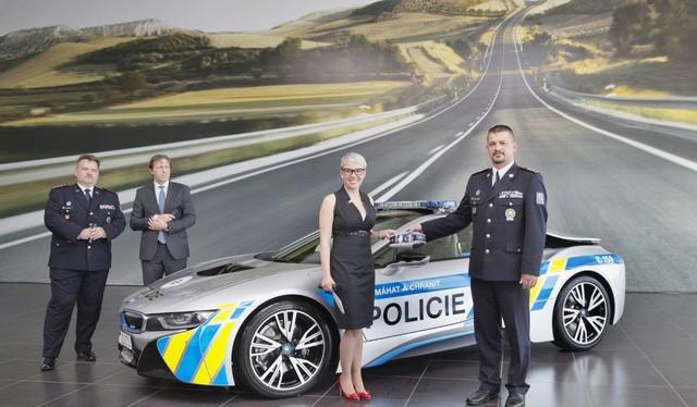 Cảnh sát CH Séc sử dụng xe BMW i8
