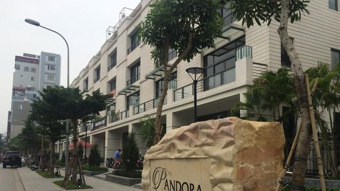 Đây là dự án với 104 căn nhà vườn liền kề và 1 tòa nhà chung cư 27 tầng. Ảnh - Quang Vững