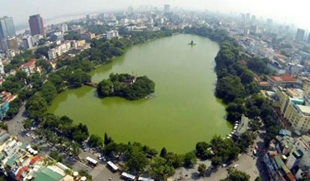 Chất lượng Hồ Hoàn Kiếm đang bị ô nhiễm khá nghiêm trọng.