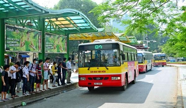 Hiện nay Hà Nội đang thay thế hàng loạt xe bus, với trang thiết bị hiện đại hơn - Ảnh: Báo Giao thông