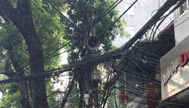 Hệ thống cáp viễn thông trên đường Đê La Thành, Hà Nội - Ảnh minh họa, Q.V