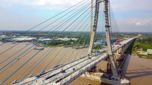Cầu Vàm Cống bắc qua sông Hậu - Ảnh: Tuổi trẻ