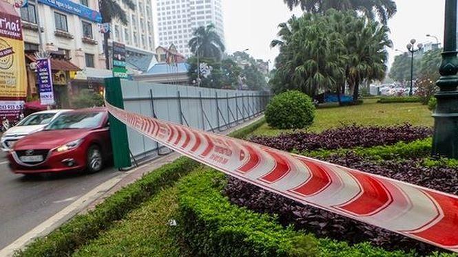 Hà Nội hủy gói thầu trên đường Nguyễn Chí Thanh do có nhà tài trợ trồng cây xanh - Ảnh/Tiền Phong