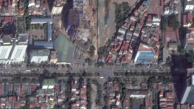 Sẽ xây dựng cầu vượt tại nút giao giữa đường Hoàng Quốc Việt và đường Nguyễn Văn Huyên. Ảnh: Google Maps