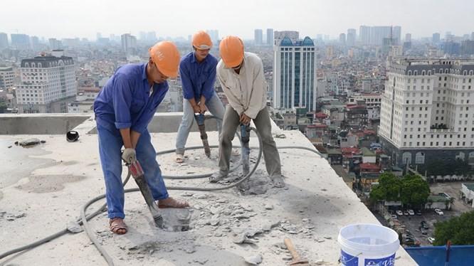Việc phá dỡ sai phạm tòa nhà 8B Lê Trực tiếp tục cần ý kiến của tư vấn thiết kế.