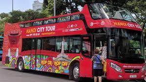 Trước đó Tổng Công ty vận tải Hà Nội cũng chính thức khai trương tuyến xe buýt 2 tầng chạy qua nhiều điểm tham quan, du lịch của Hà Nội.