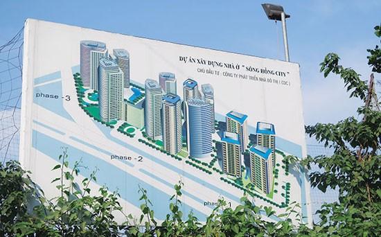 Tấm biển phối cảnh dự án Trấn Sông Hồng đã thay đổi nhiều lần nhưng dự án vẫn không triển khai.