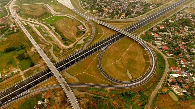 Cao tốc Hà Nội - Hải Phòng có nhiều điểm giao cắt với các tuyến quốc lộ/ Ảnh: Báo Giao thông