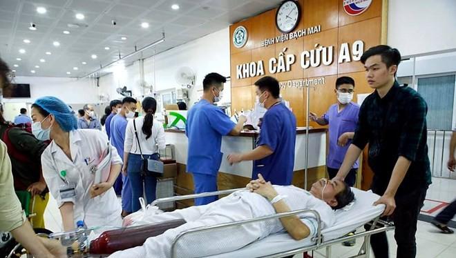 Bệnh nhân cấp cứu tại Bệnh viện Bạch Mai. (Ảnh: Dương Ngọc/TTXVN)