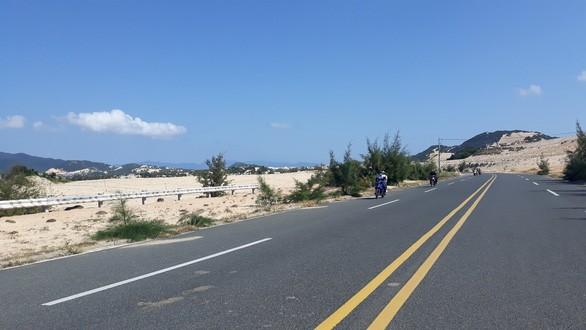 Con đường dẫn xuống khu vực cảng Vân Phong/ Ảnh: tuoitre.vn