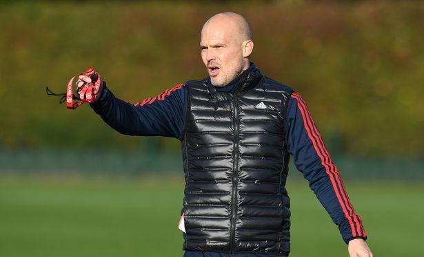 Buổi tập đầu tiên trên cương vị huấn luyện viên của Ljungberg (Ảnh: The Mirror)
