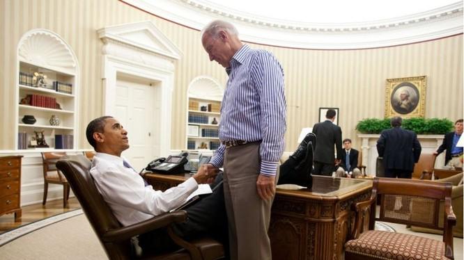 Tổng thống Barack Obama chào đón Phó Tổng thống Joe Biden tại Phòng Bầu dục năm 2011 (Ảnh: Washingtonpost)