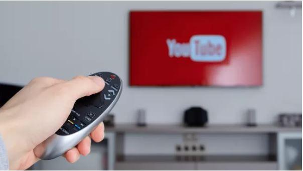 Hướng dẫn cách mở video YouTube trên TV (Ảnh: Techradar)