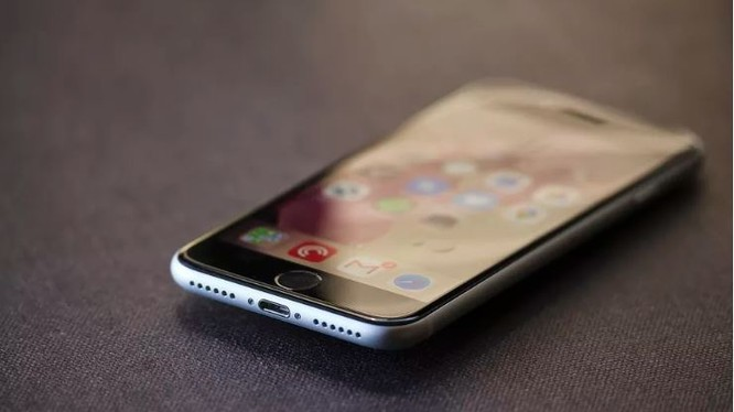 iPhone SE 2020 mang vẻ ngoài của một chiếc iPhone 8 cũ (Ảnh: The Verge)