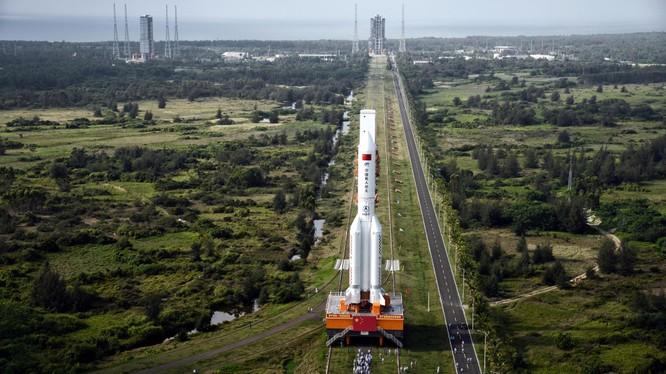 Tên lửa Long March 5B của Trung Quốc (Ảnh: QZ)