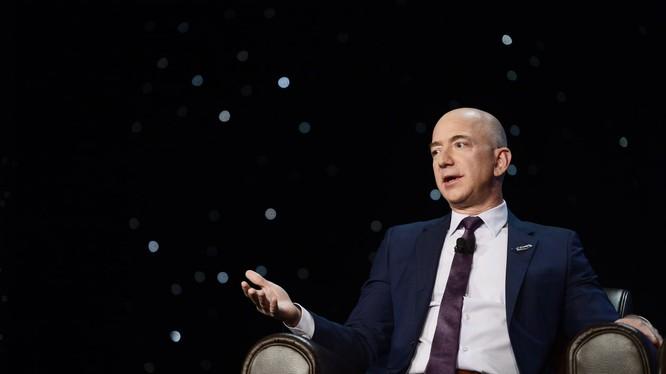 Jeff Bezos - CEO của Amazon (Ảnh: CNBC)