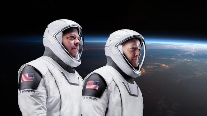 SpaceX đưa thành công 2 phi hành gia trở về (Ảnh: Business Insider)