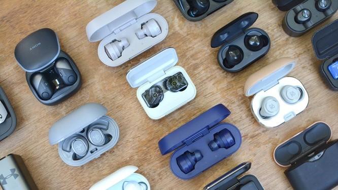 Tai nghe không dây được nhiều người dùng lựa chọn để thay thế tai nghe có dây truyền thống (Ảnh: Engadget)