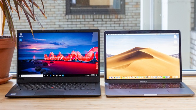 ThinkPad X1 Carbon Gen 8 vs Macbook Pro 13 2020 (Ảnh: Laptop Mag)