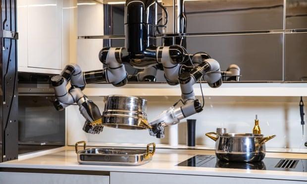 Robot Moley có thể tự nấu ăn và dọn dẹp căn bếp (Ảnh: The Guardian)