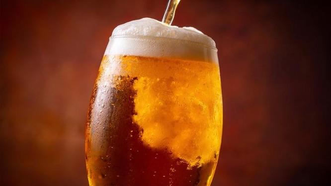 Tuổi thọ có thể bị ảnh hưởng nghiêm trọng khi uống quá nhiều đồ uống có cồn (Ảnh: BGR)