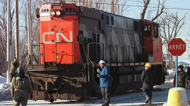 Người dân Canada biến đầu tàu diesel trở thành một chiếc máy phát điện (Ảnh: Gizmodo)